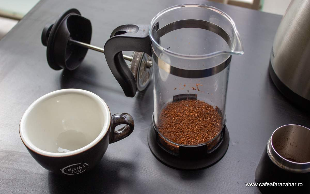 french press cafea fara zahar James Hoffmann (1)-min