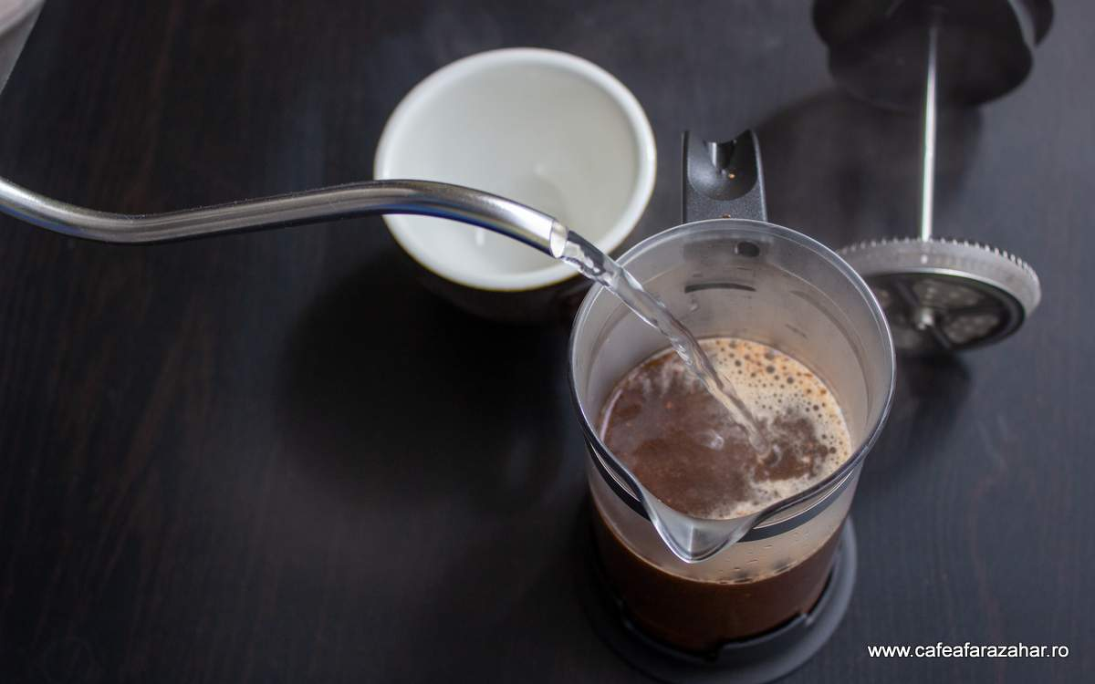 french press cafea fara zahar James Hoffmann (2)-min